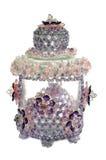 Tillverka den prydde med pärlor kristallen som en garnering på kruset Arkivbild