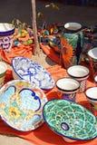 Tillverkad/visad målad mexikansk keramiker hand Arkivfoton