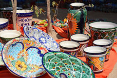 Tillverkad/visad målad mexikansk keramiker hand Arkivbilder