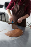 Tillverkning av chokladgodisar Royaltyfria Foton