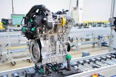 Tillverkning av de nya motorerna Royaltyfri Foto