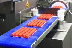 Tillverkning av köttprodukter Arkivbild