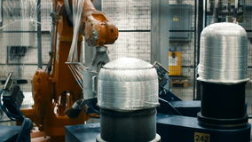 Tillverkning av kolfiber för bilindustrin arkivfilmer