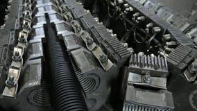 Tillverkning av plast- vattenrör Tillverkning av rör till fabriken Processen av danandeplast-rör på lager videofilmer