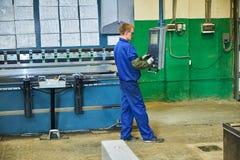 Tillverkning av st?ld?rrar, svetsning av metalld?rrar, produktion royaltyfri fotografi