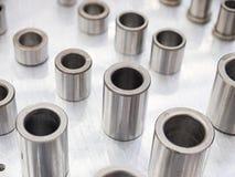 Tillverkning för del för stål för hög precision automatisk vid CNC-machin arkivfoto