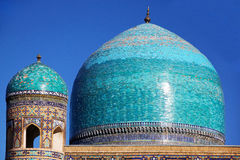 Tilya Kori Madrasah,撒马而罕,乌兹别克斯坦蓝色圆顶  免版税库存照片