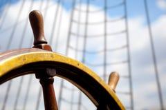 Timón de la nave. Fotos de archivo