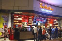 Tim Hortons Cafe et font le magasin cuire au four est un restaurant transnational d'aliments de préparation rapide connu pour son image stock