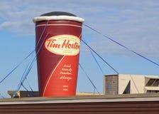 Tim Hortons Coffee Cup Display immagini stock libere da diritti