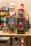 Tim Hortons kaffe bearbetar med maskin Royaltyfri Bild