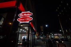 Tim Hortons logo przed jeden ich restauracje w Ottawa, Ontario obrazy royalty free