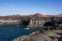 timanfaya国家公园惊人的火山的峭壁  免版税库存图片