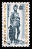 Timbre imprimé en Autriche, expositions un chiffre en bronze du Roi Arthur de ` du ` de l'Angleterre Images stock