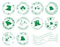 Timbres-poste verts avec les trèfles et le chapeau pour le jour de St Patrick Photos stock