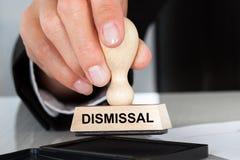 Timbro di gomma della tenuta della mano con il segno di licenziamento Fotografia Stock Libera da Diritti