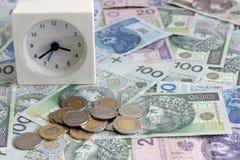 Time är pengarbegreppet med polska sedlar Royaltyfria Foton