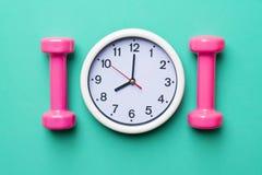 Time för att öva klockan och hanteln Royaltyfri Foto