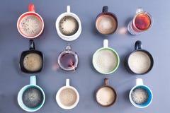 Time för ett kaffeavbrott eller en teatime Royaltyfria Bilder