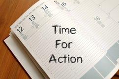 Time för handling skriver på anteckningsboken Royaltyfria Foton