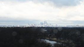 Time Lapse av Philadelphia horisont med moln och väder stock video