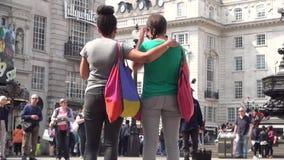 Time Lapse avec le trafic de voiture et touristes se d?pla?ant rapidement sur la rue de Londres banque de vidéos
