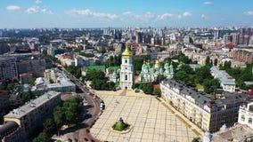 Time Lapse da área urbana da cidade de Kyiv Cidade do panorama aéreo do zangão de Kiev Kyiv no dia de verão Nivelando o Time Laps vídeos de arquivo