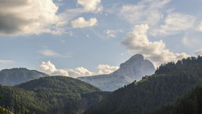 Time lapse de la montaña: verano en las montañas italianas metrajes