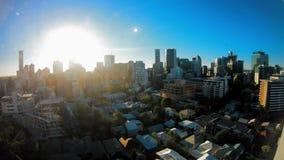 Time lapse de la salida del sol sobre horizontes de Brisbane almacen de metraje de vídeo