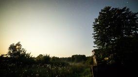 Time lapse de la vía láctea de la transición de la día-a-noche almacen de metraje de vídeo