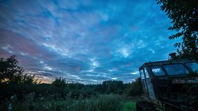 Time lapse de la vía láctea de la transición de la día-a-noche metrajes