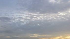 Time lapse de las nubes en la tarde, el movimiento de Stratuscumulus, Altocumulus y cirrocúmulo metrajes