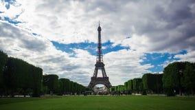 Time lapse de París, Francia de la torre Eiffel metrajes