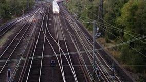 Time Lapse dei treni ad alta velocità e delle rotaie della ferrovia archivi video