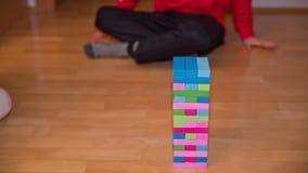 Time lapse del juego colorido de Jenga