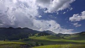 Time lapse del montañas en Kazajistán Karkara metrajes