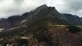 time lapse del paisaje de la montaña con las nubes almacen de metraje de vídeo