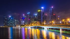 Time Lapse du paysage urbain 4K de nuit de Singapour banque de vidéos