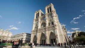 Time lapse heroico en 4K Uhd de la catedral famosa de Notre Dame en París, Francia almacen de metraje de vídeo