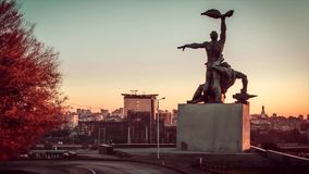 Time lapse. Monument of the strike at dawn when moving cars in the city of Rostov-on-Don.mp4
