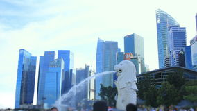 Time lapse: Paisaje urbano Sunny Day de Singapur en Merlion almacen de metraje de vídeo