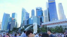 Time lapse: Paisaje urbano y Merlion de Singapur en el área de Marina Bay almacen de video