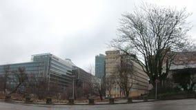 Time Lapse: Traffico vicino a Potsdamer Platz a Berlino, Germania nell'inverno video d archivio
