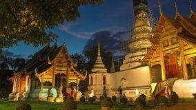 Time lapse twilight  Pra Singha Temple zoom in stock video