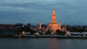 Time lapse of twilight view of Wat Arun across Chao Phraya River during sunset in Bangkok.  stock video