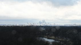 Time Lapse van de Horizon van Philadelphia met Wolken en Weer stock video