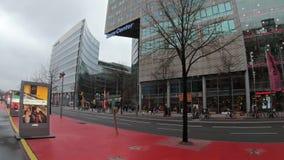 Time Lapse: Verkeer en Reclame voor Berlinale-Filmfestival 2019 stock videobeelden