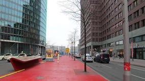 Time Lapsegang aan Potsdamer Platz in Berlijn, Duitsland stock video