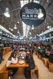 Time Outmarknad Lissabon Folkmassa av att äta för folk royaltyfri foto