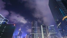 Time-schackningsperiod av byggnad i den Hong Kong staden på natten, Kina arkivfilmer